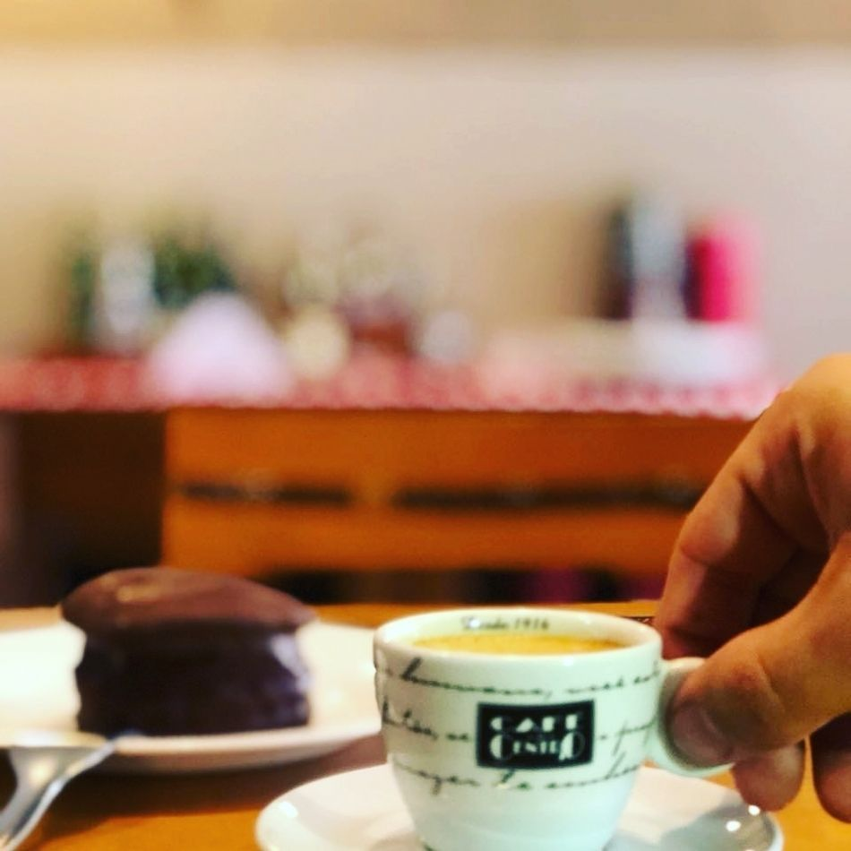 Um espresso bem tirado, encorpado e com muito sabor